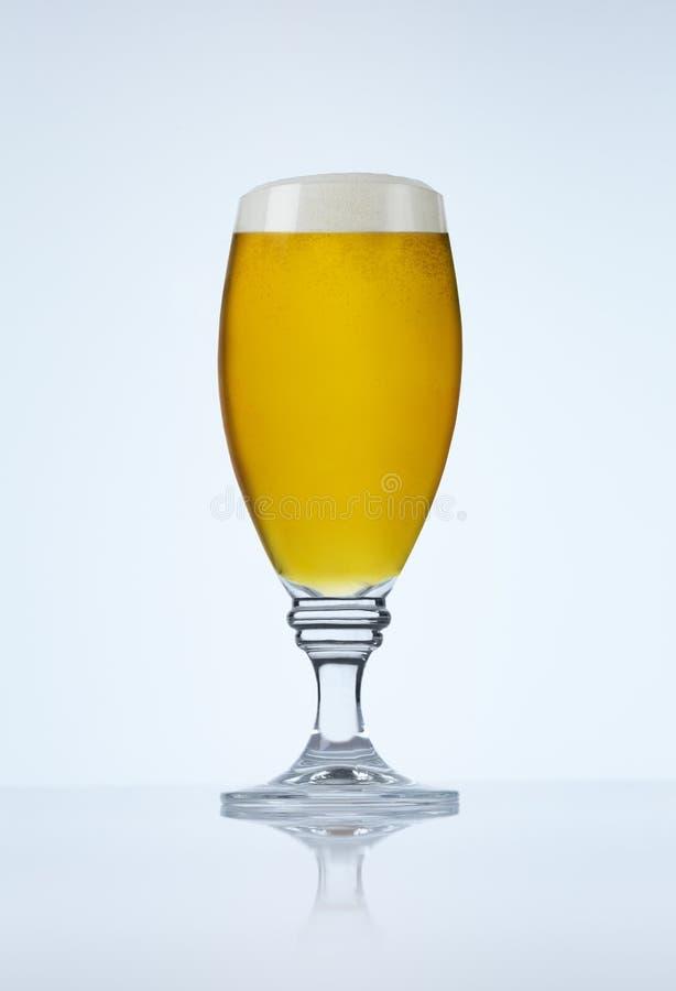 背景啤酒蓝蓝玻璃 免版税库存图片