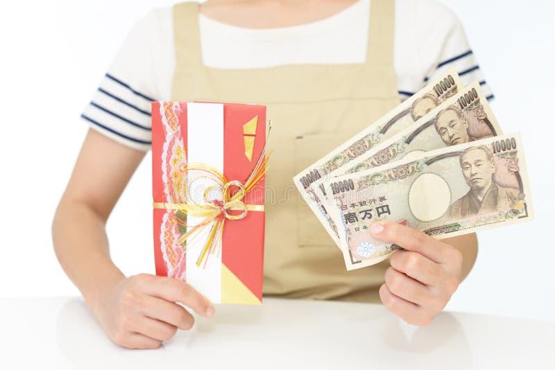 背景在白人妇女的查出的货币 免版税库存照片