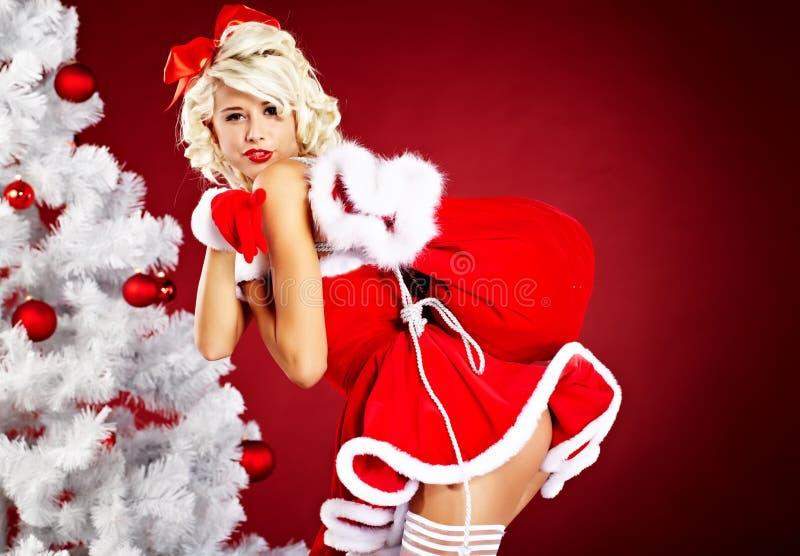 背景在红色圣诞老人诉讼的克劳斯女&# 免版税库存照片