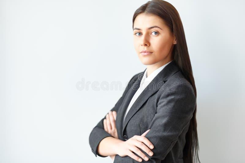 背景大厦企业现代纵向妇女年轻人 免版税库存照片