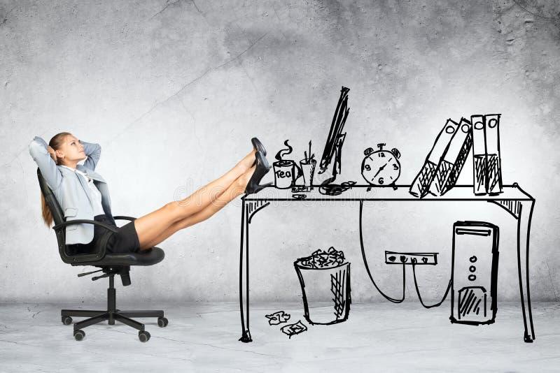 背景女实业家椅子查出的坐的白色 免版税库存图片