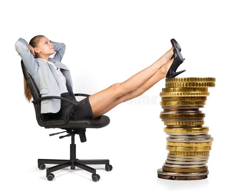 背景女实业家椅子查出的坐的白色 免版税库存照片