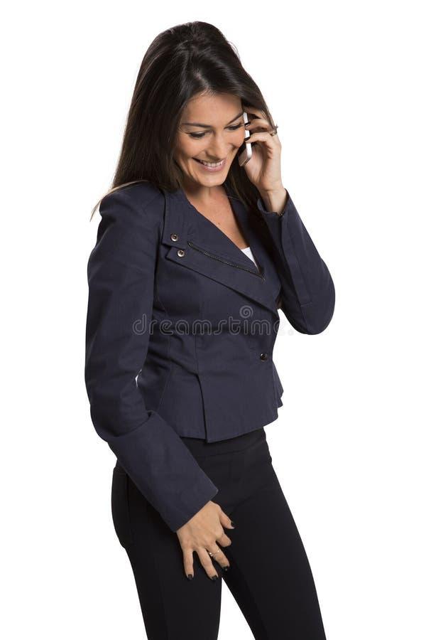 背景女实业家电池愉快的查出的电话微笑的成功的白色 免版税库存照片
