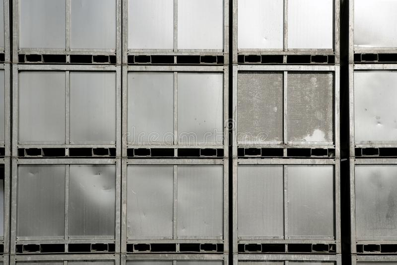背景容器银被堆积的钢 库存照片