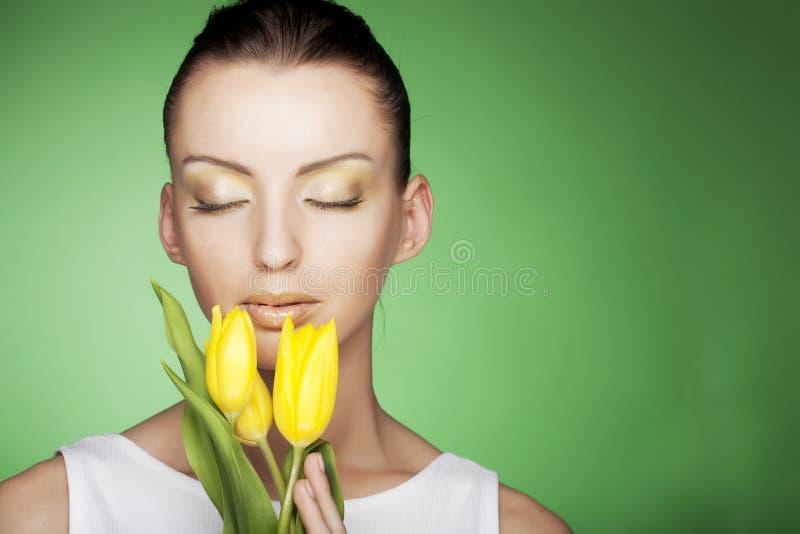 背景开花绿色妇女黄色 库存图片