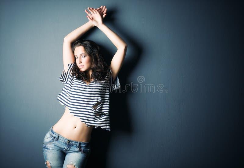 背景性感的墙壁妇女年轻人 免版税图库摄影
