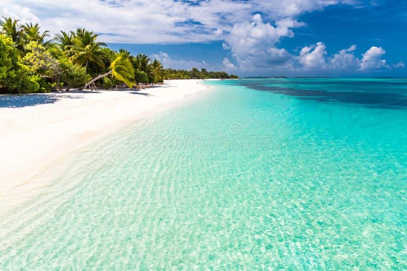 背景或墙纸的异乎寻常的热带海滩风景 旅游业设计暑假假日目的地概念的 免版税库存照片