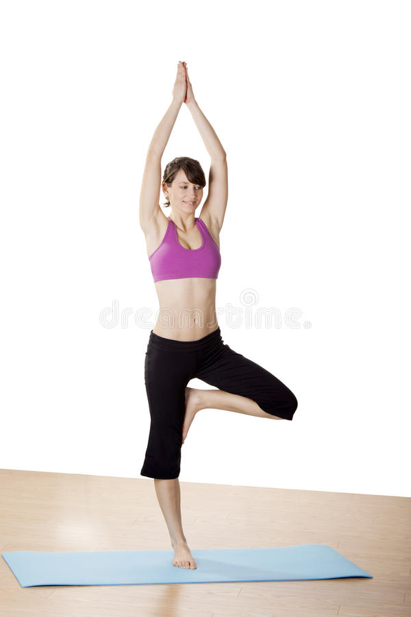 背景执行女孩健康查出的s衬衣体育运动白色瑜伽 免版税图库摄影