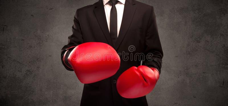 背景拳击生意人人位置突出的空白年轻人 库存照片