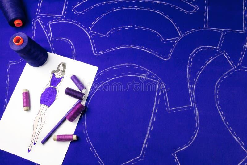 背景按特写镜头概念黑暗的针缝合针线二木 裁缝 免版税库存图片