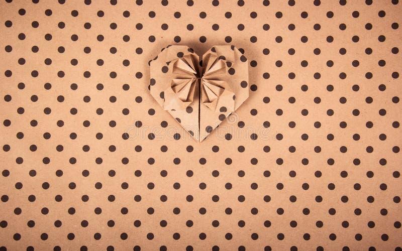 背景接近的纸射击 心脏origami 纸圆点 纸纹理 库存照片