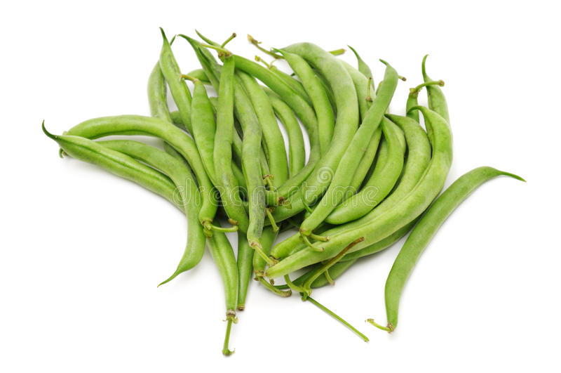 背景接近的绿豆豌豆荚上升白色 免版税库存照片