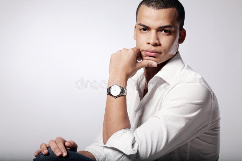 背景方式灰色男性模型年轻人 库存照片
