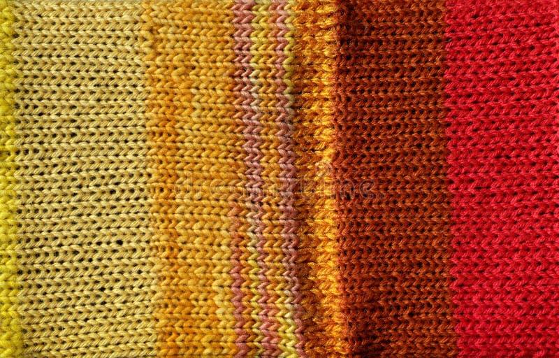 背景明亮的钩针编织红色针黄色 免版税库存图片