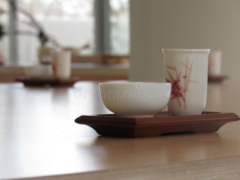 背景杯子查出的茶白色 库存照片