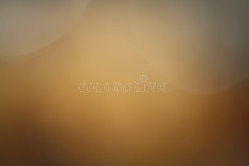 背景柔光吹的金子模糊的淡色,金子明亮吹的梯度图表的抽象派 免版税库存图片