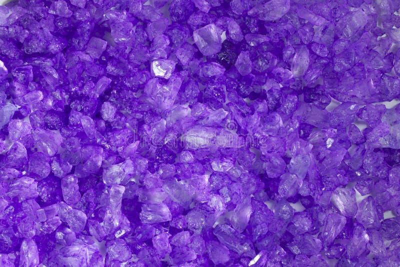 背景水晶紫色岩石 库存照片