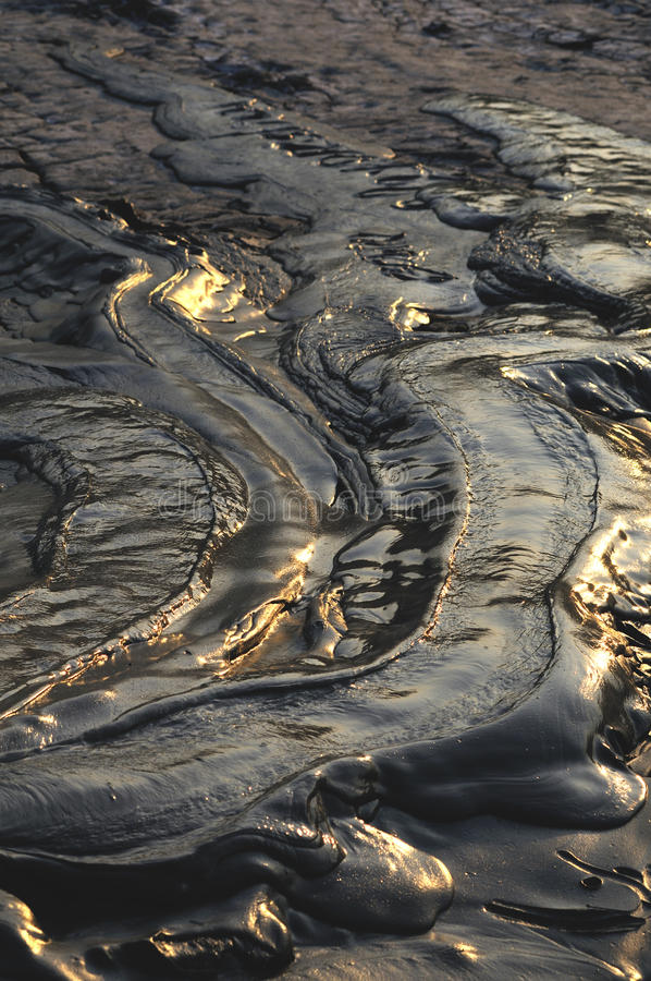 背景泥泞的火山 库存图片