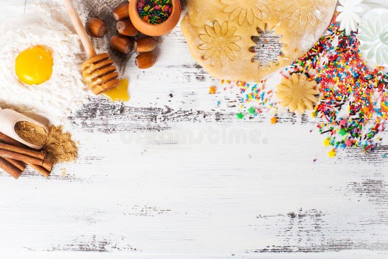 背景烘烤 姜曲奇饼的成份 免版税库存照片
