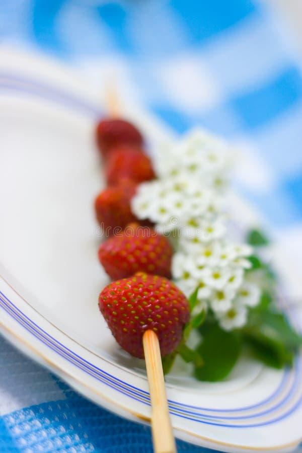 背景烤肉织品牌照草莓 库存照片