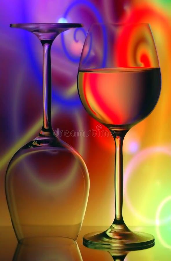 背景玻璃生动的酒 免版税库存照片
