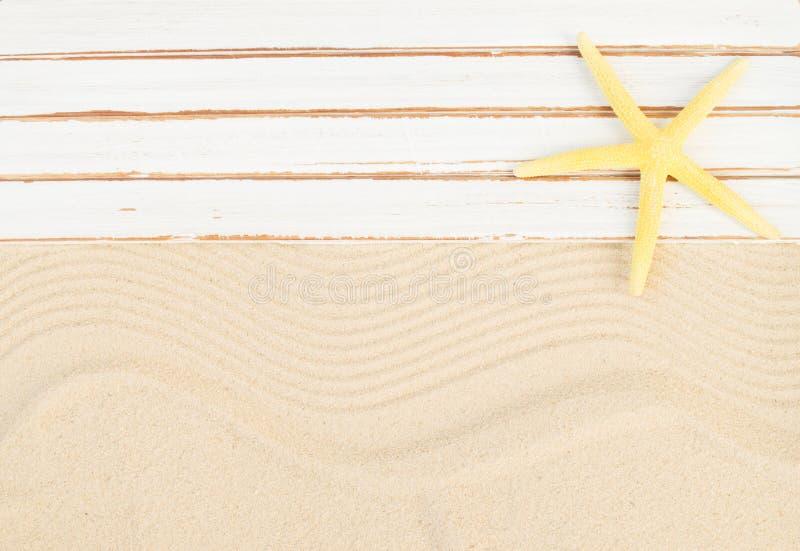 背景球海滩美好的空的夏天排球 库存图片