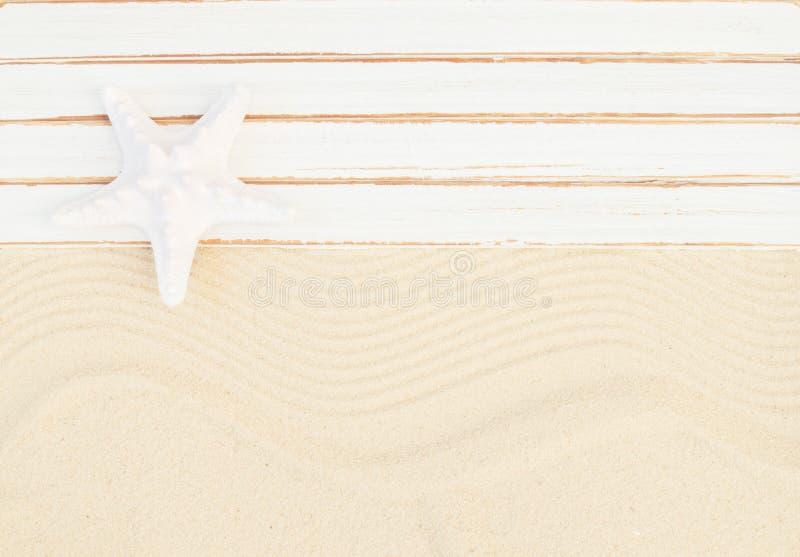 背景球海滩美好的空的夏天排球 免版税库存照片