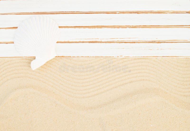 背景球海滩美好的空的夏天排球 免版税库存图片