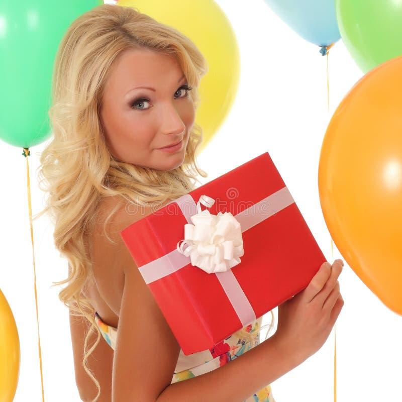 背景球的女孩与礼物盒 库存图片