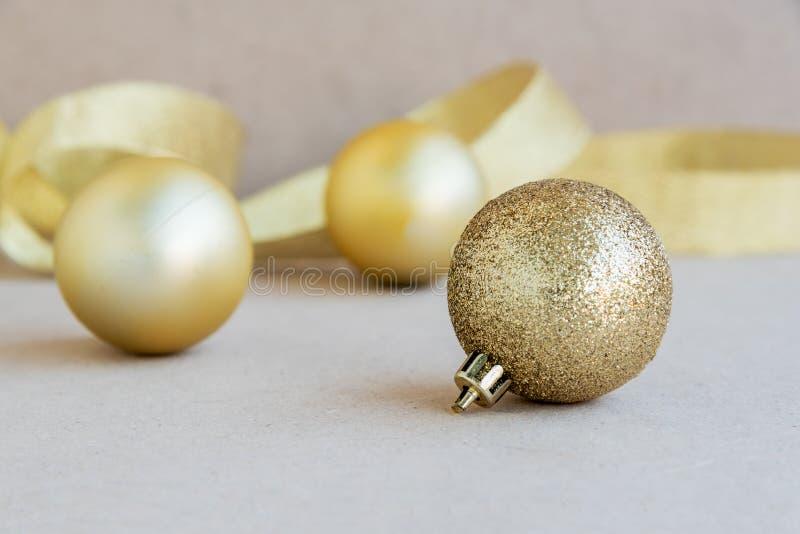 Download 背景球黑色圣诞节装饰四 库存图片. 图片 包括有 xmas, 金子, 快活, 玻璃, 冬天, 圣诞节, 唯一 - 62526709
