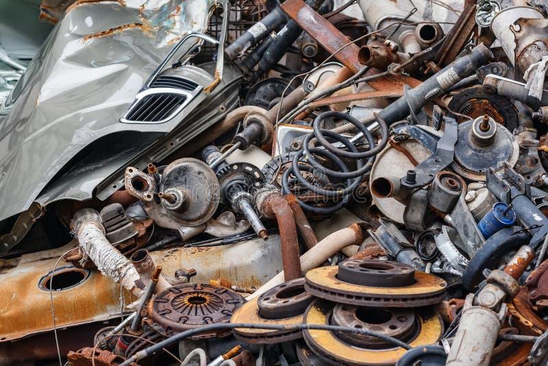 背景生锈的金属车零件 库存照片