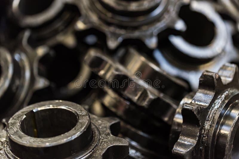 背景由黑正齿轮或钝齿轮制成 库存图片