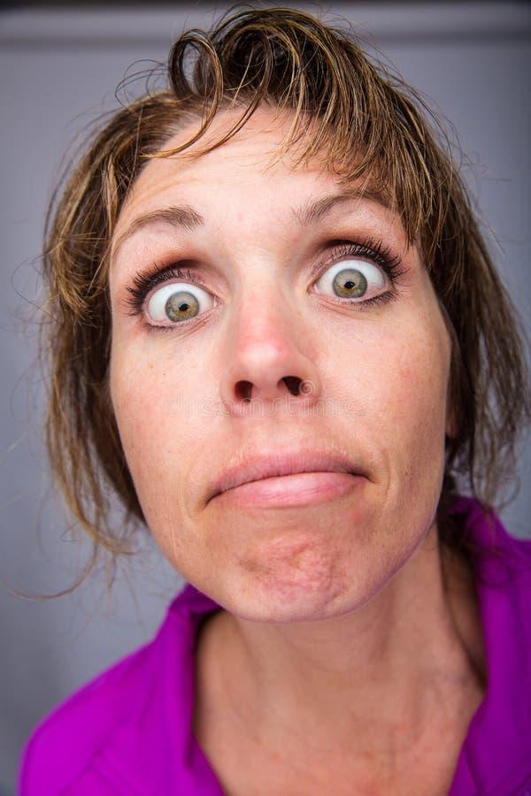 背景疯狂的妇女黄色 库存图片