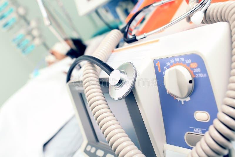 背景病残床的医疗设备。 免版税库存照片