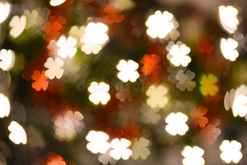 背景的抽象幸运的三叶草叶子形状bokeh 免版税图库摄影