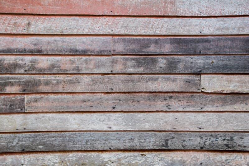 背景的红色老木房子墙壁 库存图片