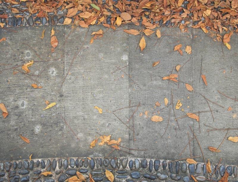 背景的老水泥走道 免版税库存图片