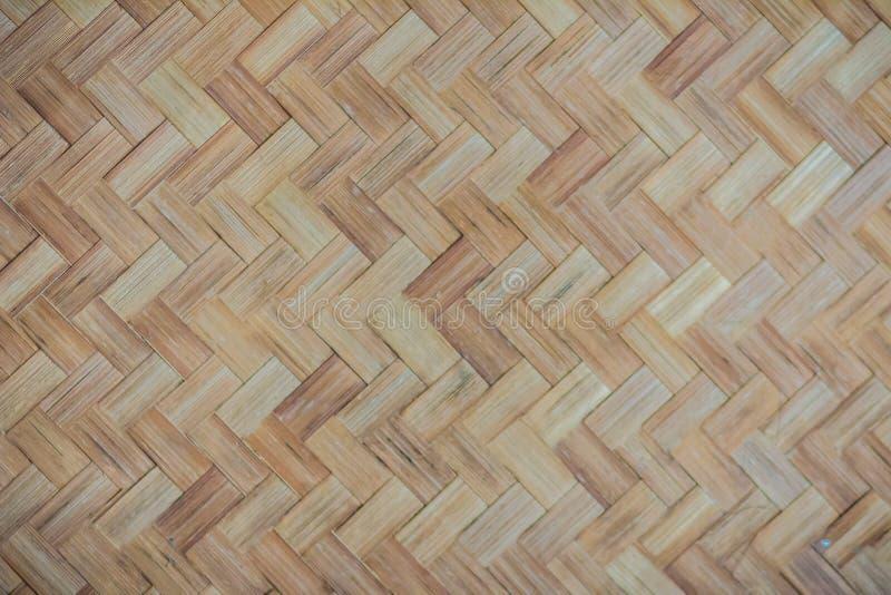 背景的被编织的竹样式 工艺品竹木织法纹理 背景和d的老竹编织的样式纹理 库存图片