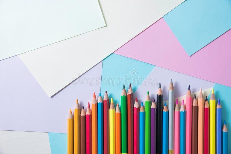 背景的颜色铅笔 图库摄影