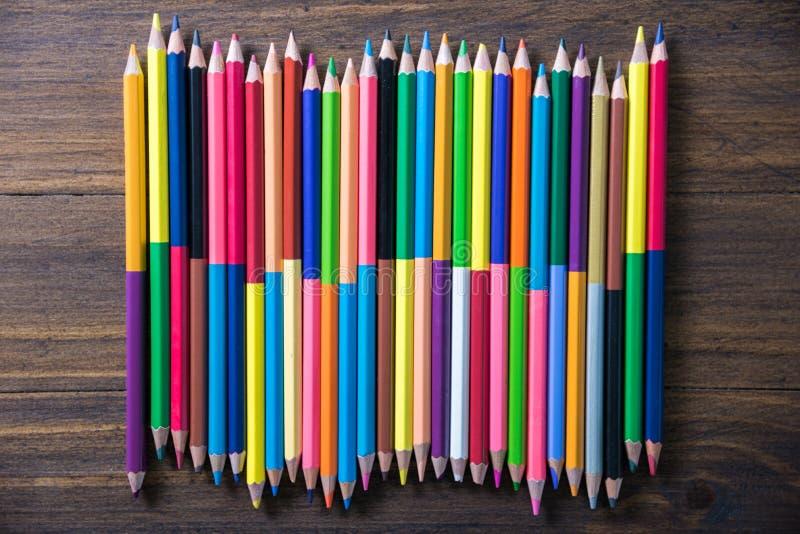 背景的颜色铅笔 库存照片
