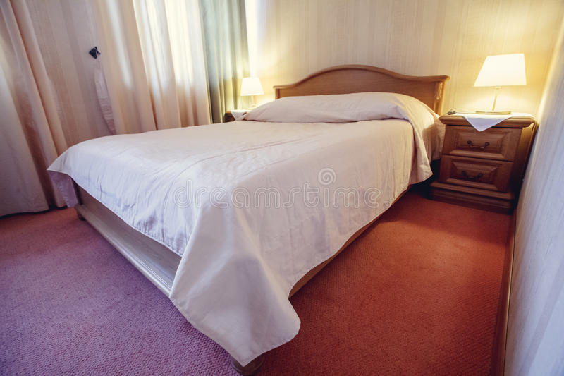 背景的-葡萄酒过滤器抽象迷离卧室内部 免版税库存图片