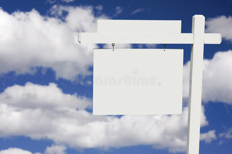 背景空白云彩庄园实际符号天空 免版税图库摄影