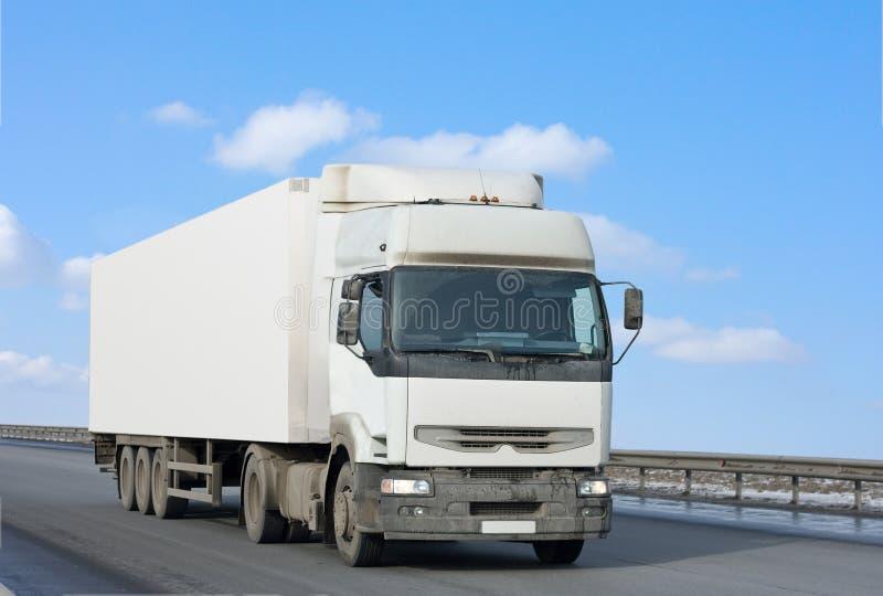背景空白蓝色清洗被覆盖的天空卡车 免版税库存图片