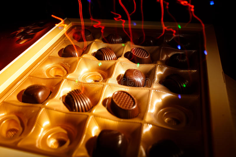 背景糖果巧克力切开查出的白色 库存图片