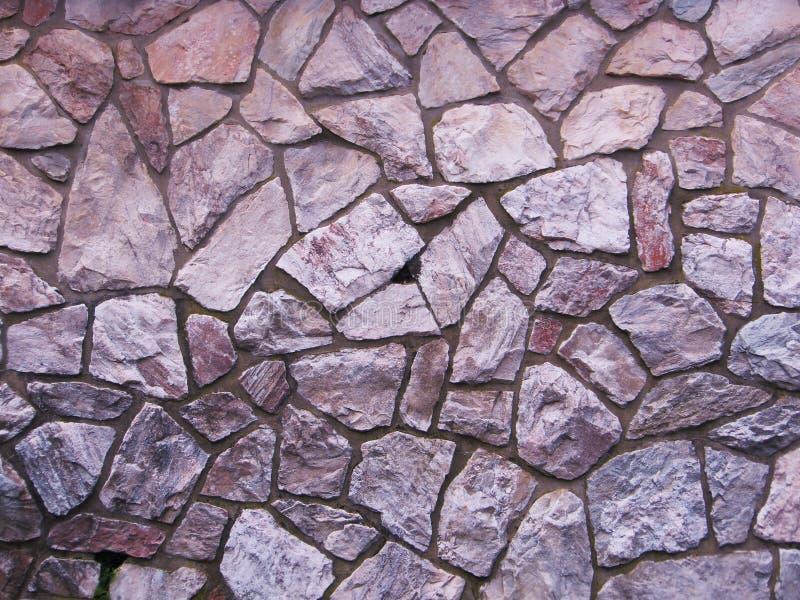 背景紫色板岩石墙 免版税库存图片
