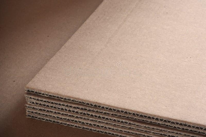 背景纸板波纹状的页 免版税库存图片