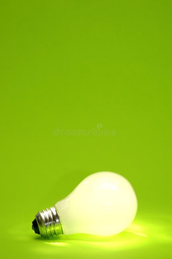 背景绿色电灯泡 免版税图库摄影