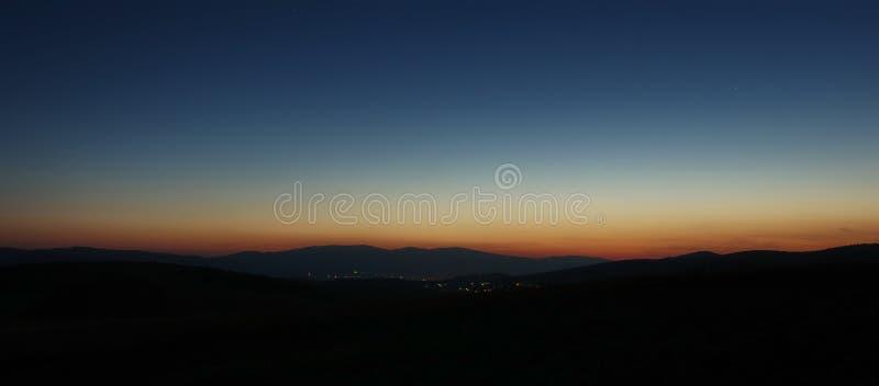 背景美好的图象安装横向晚上照片表使用 免版税图库摄影