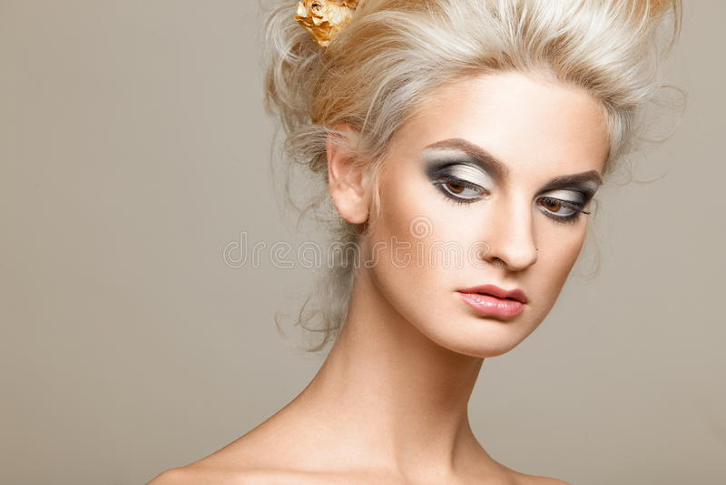 背景美好的白肤金发的白色 免版税库存照片