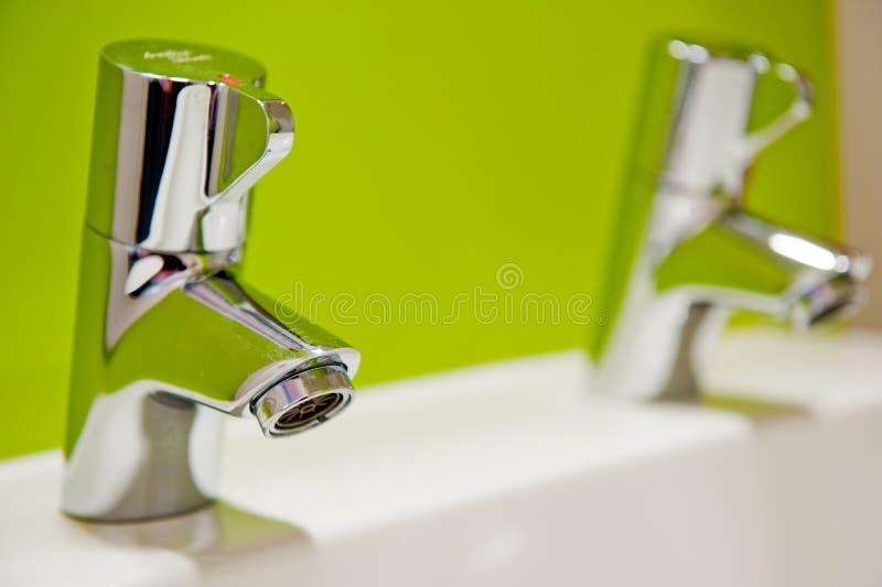背景色的新鲜的绿色自来水 免版税库存图片